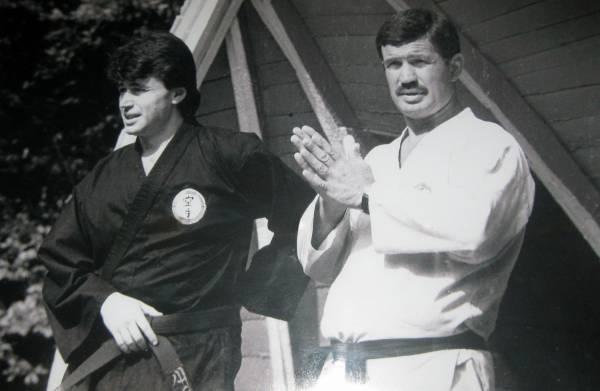 Сэнъэ: школа каратэ основана из 76 человек
