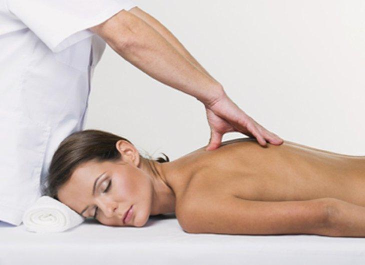 Сеанс массажа при сколиозе