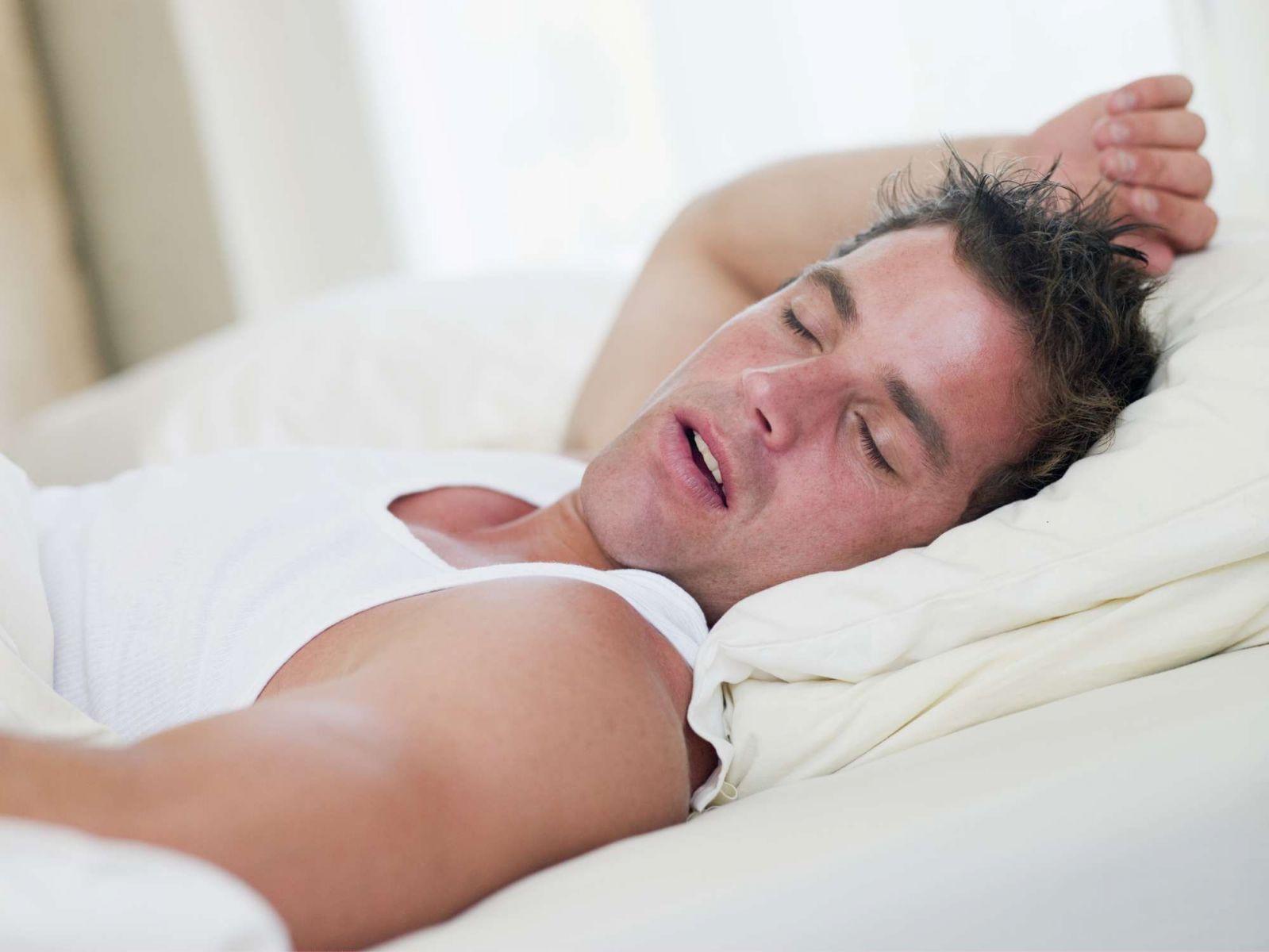 Почему когда спишь сильно потеет голова