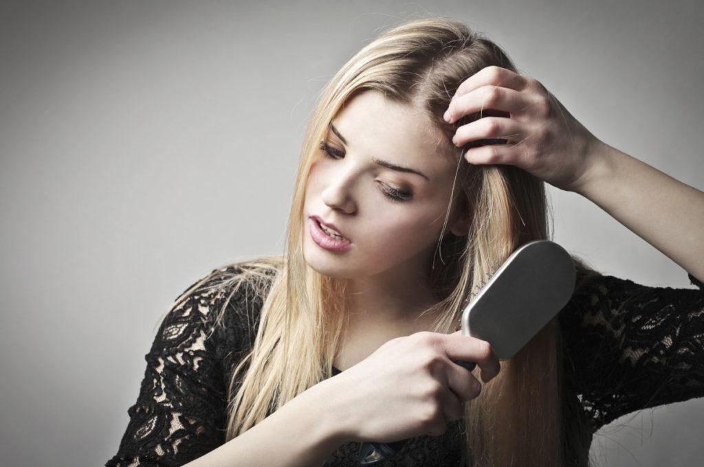 Выпадают волосы при расчёсывании