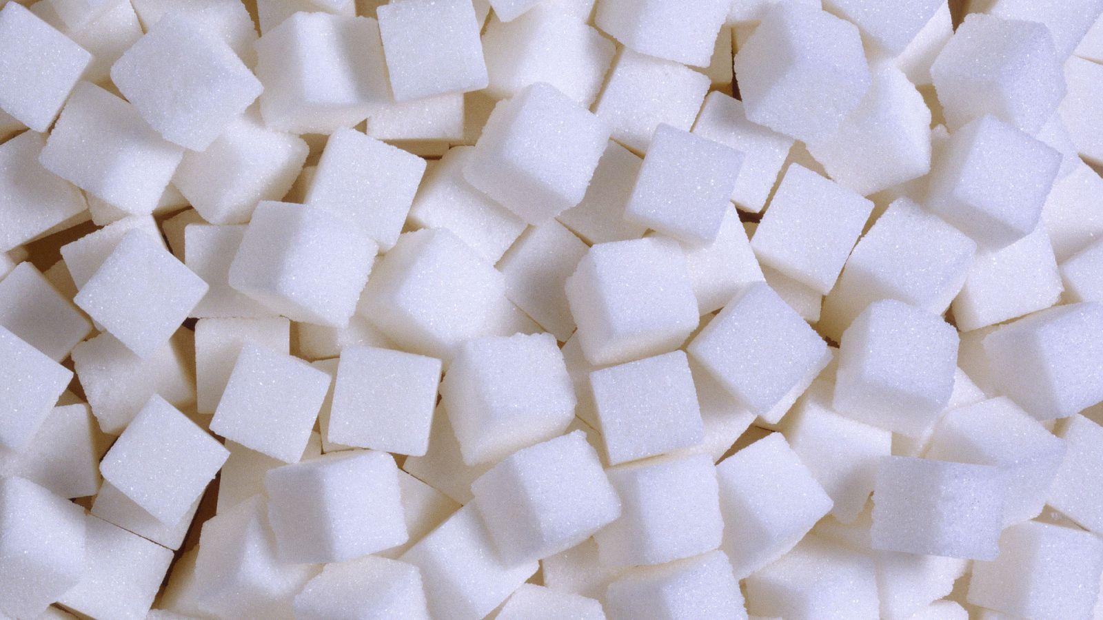 Сколько калорий в сахаре – в 100 г, в чайной и столовой ложке