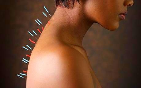 При шейном остеохондрозе может измениться голос