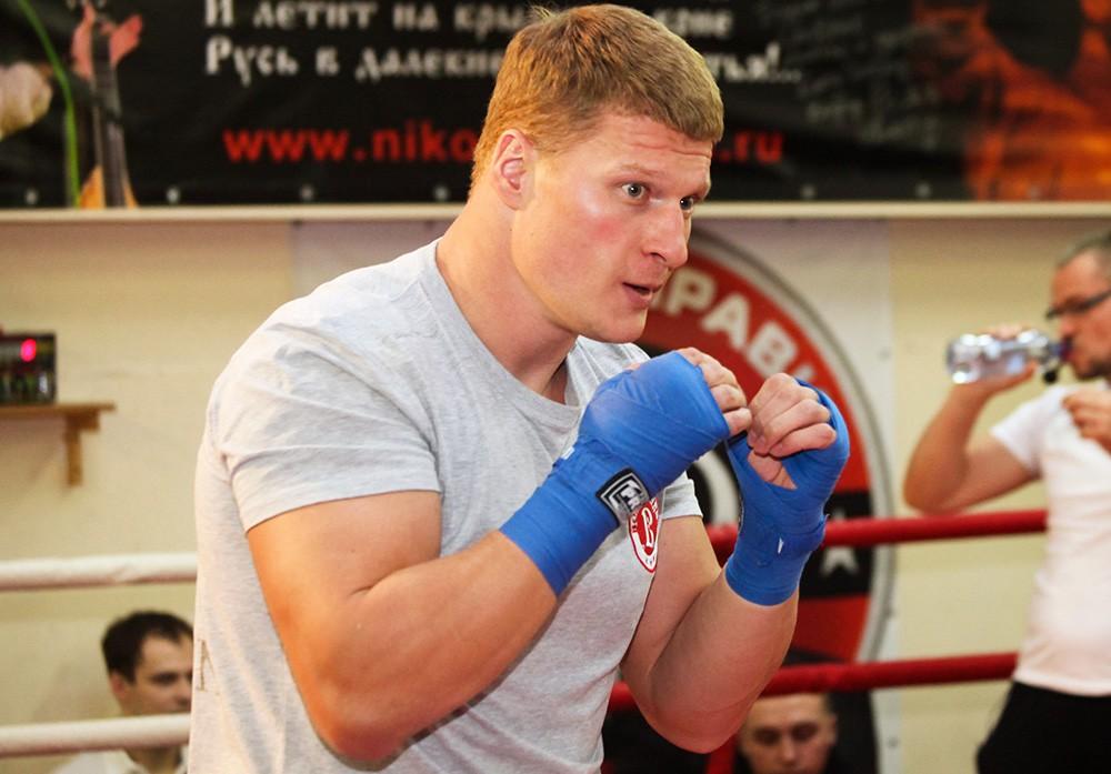 Поветкин иСтиверн сразятся за кратковременный чемпионский пояс WBC