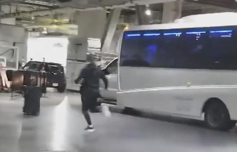 МакГрегор напал наавтобус российского бойца