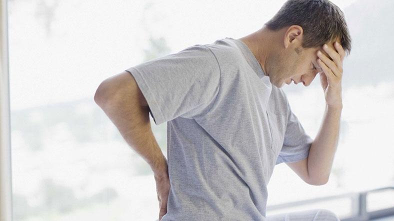 Причины боли в копчике при геморрое и методы лечения