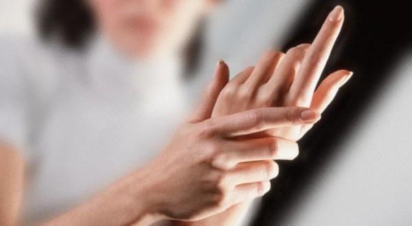 Во время беременности болят суставы на руках посему хрустят суставы