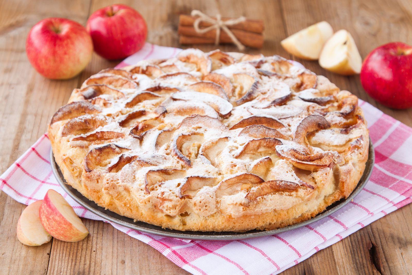 простой не калорийный рецепт шарлотки с яблоками