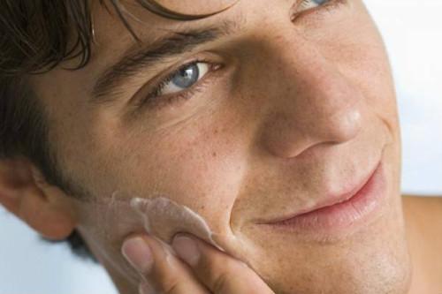 Шелушение кожи лица после бритья thumbnail