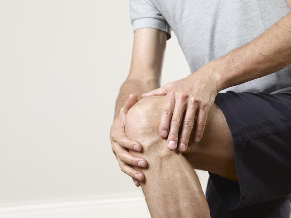 Когда долго сижу начинают болеть колени thumbnail