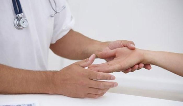 Болят локтевые суставы и немеют пальцы рук что