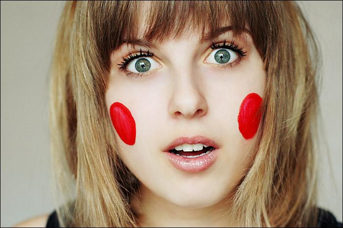 Красные щеки у взрослого: причины, как убрать?