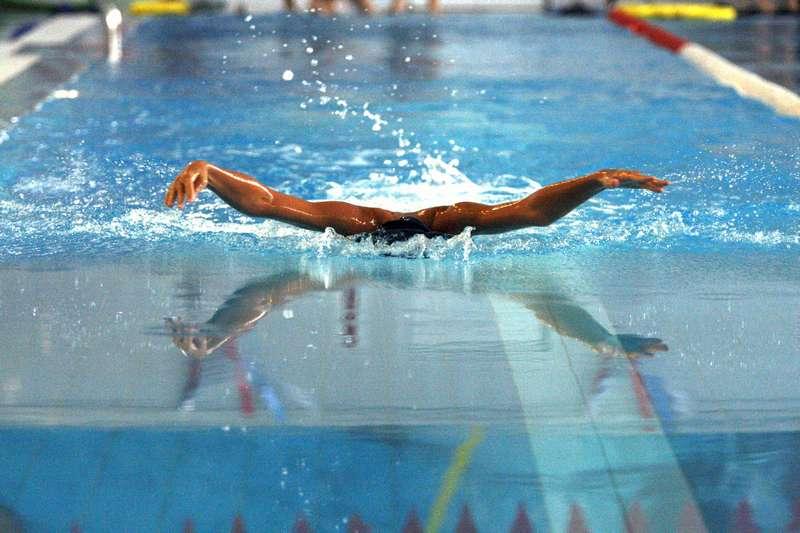 Как накачать попу в бассейне