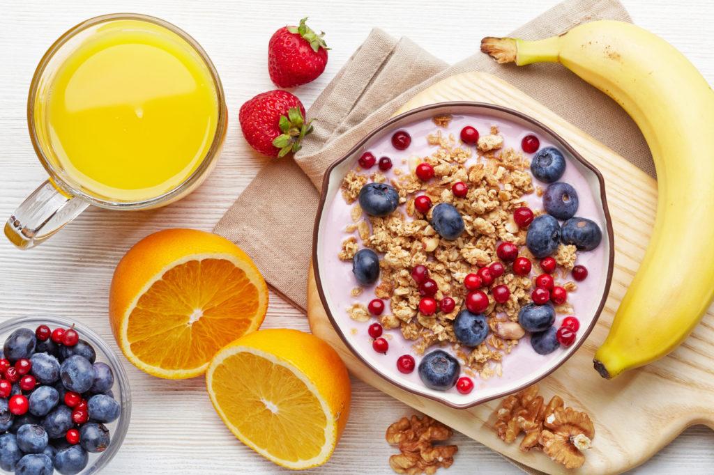 Можно ли пропускать завтрак, плотно ужинать и не закрывать анаболическое окно