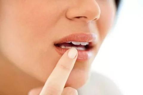 Немеет верхняя губа причины возникновения