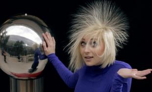 Как избавиться от электризации волос?