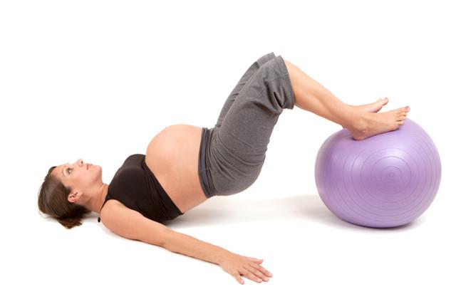 Фитнес для беременных по триместрам: чем можно заниматься?