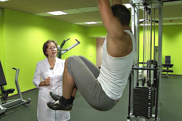 Упражнения и методы занятий на турнике при остеохондрозе