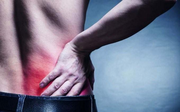 В чем причины и что делать если болит правый бок со спины