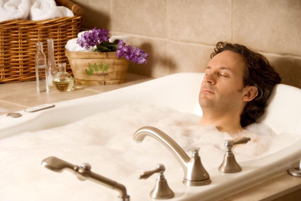 Горячая ванна при анальной трещине