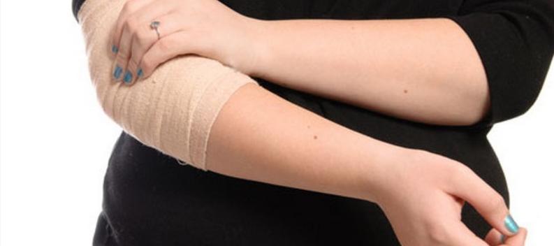 Что делать если сильно болит локоть после удара третий сустав большого пальца ноги