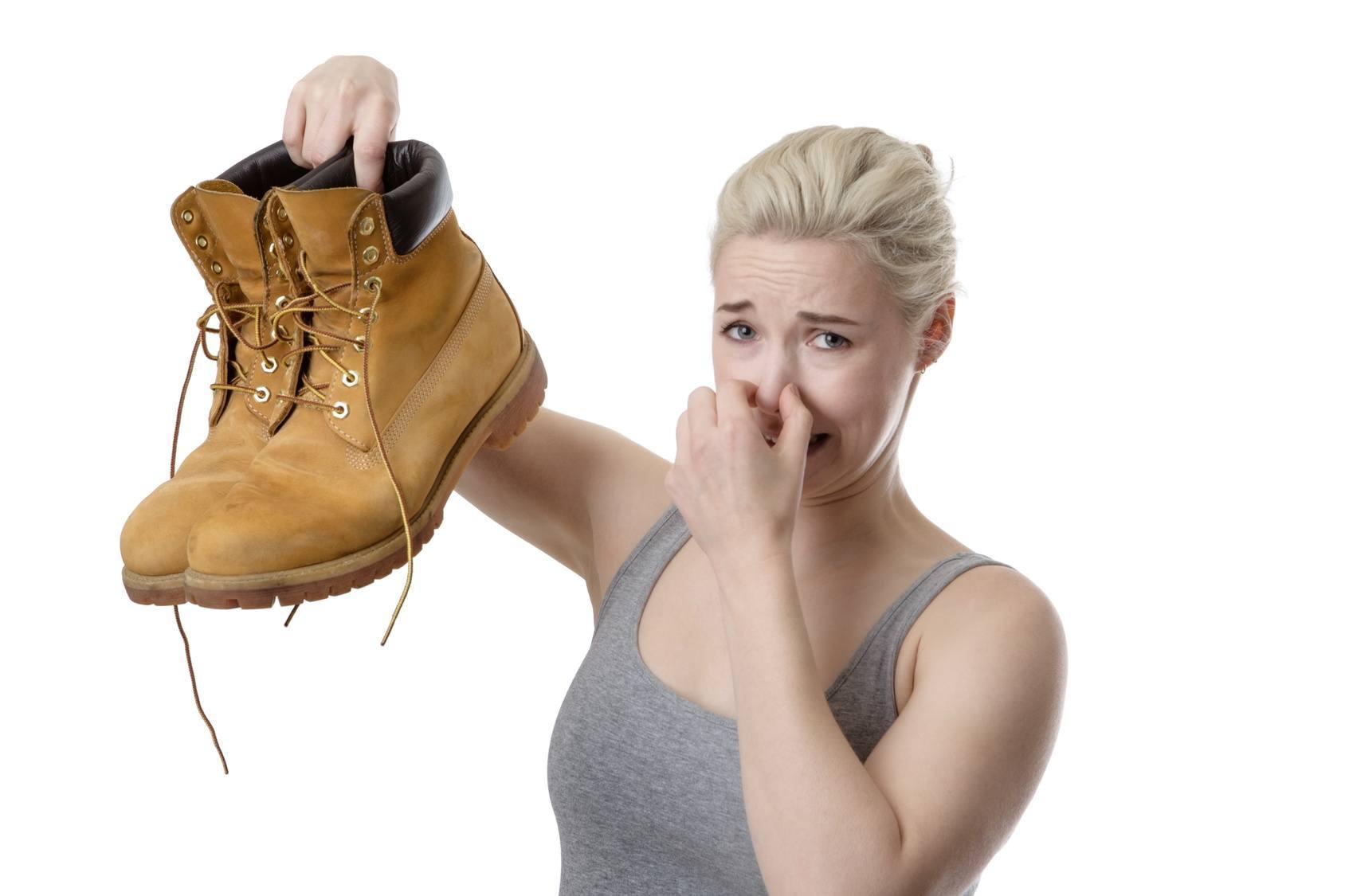 Как убрать запах из обуви потный и неприятный в домашних условиях