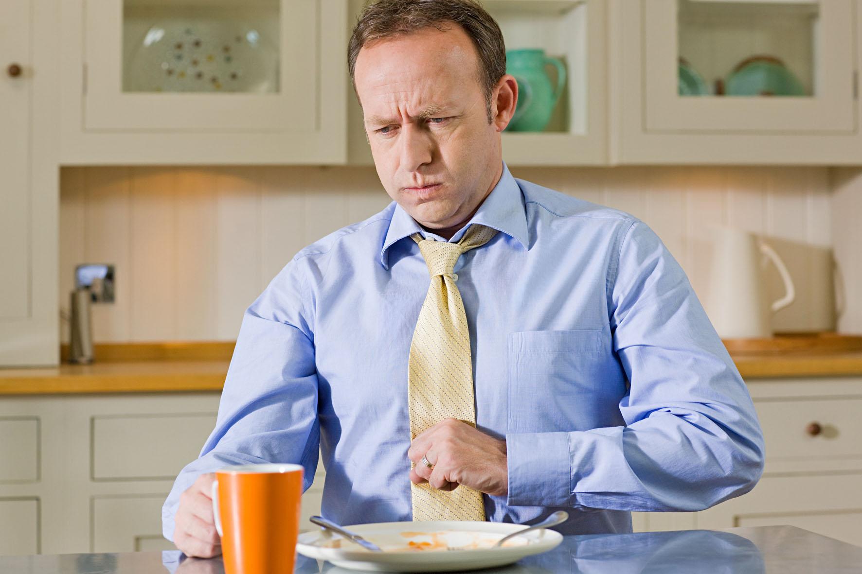 Изжога после еды - что делать и как лечить, причины изжоги после еды