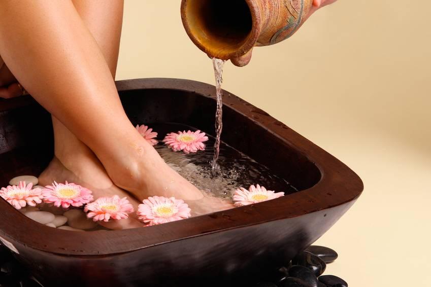 Стоит ли парить ноги при простуде?
