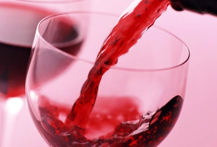 Польза красного полусладкого вина для женщин