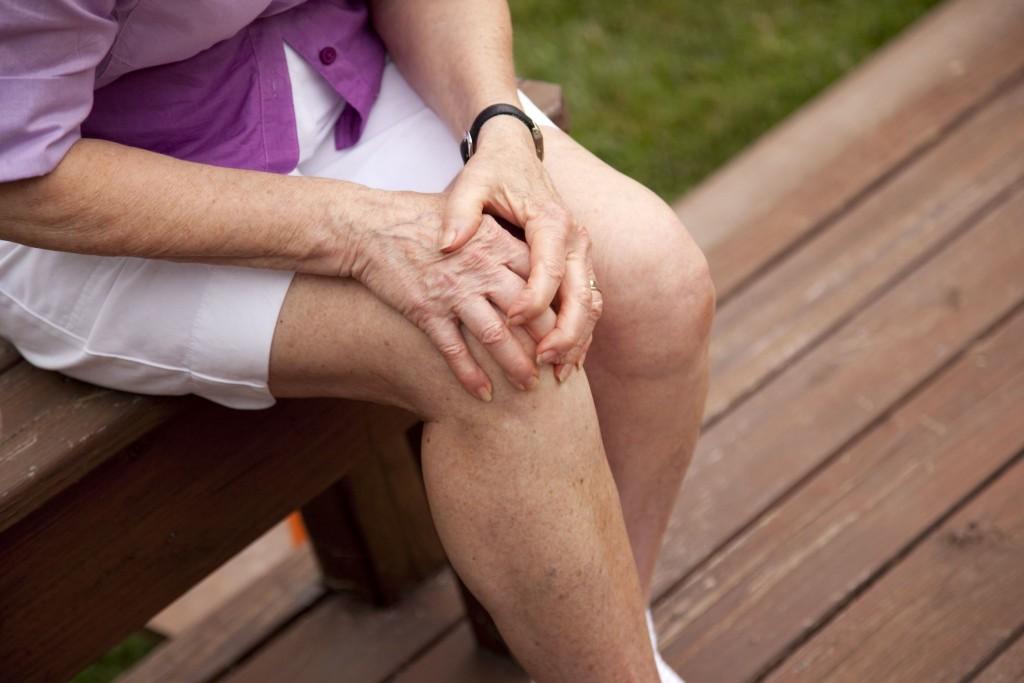 Как вылечить боль в коленном суставе в домашних условиях