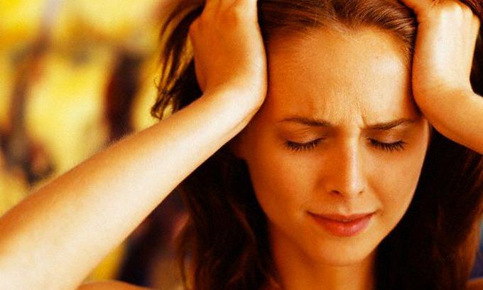 Стреляющая боль в голове причина симптома и его особенности