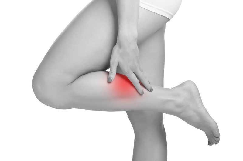 Немеет левая рука и левая нога: причины и лечение онемения