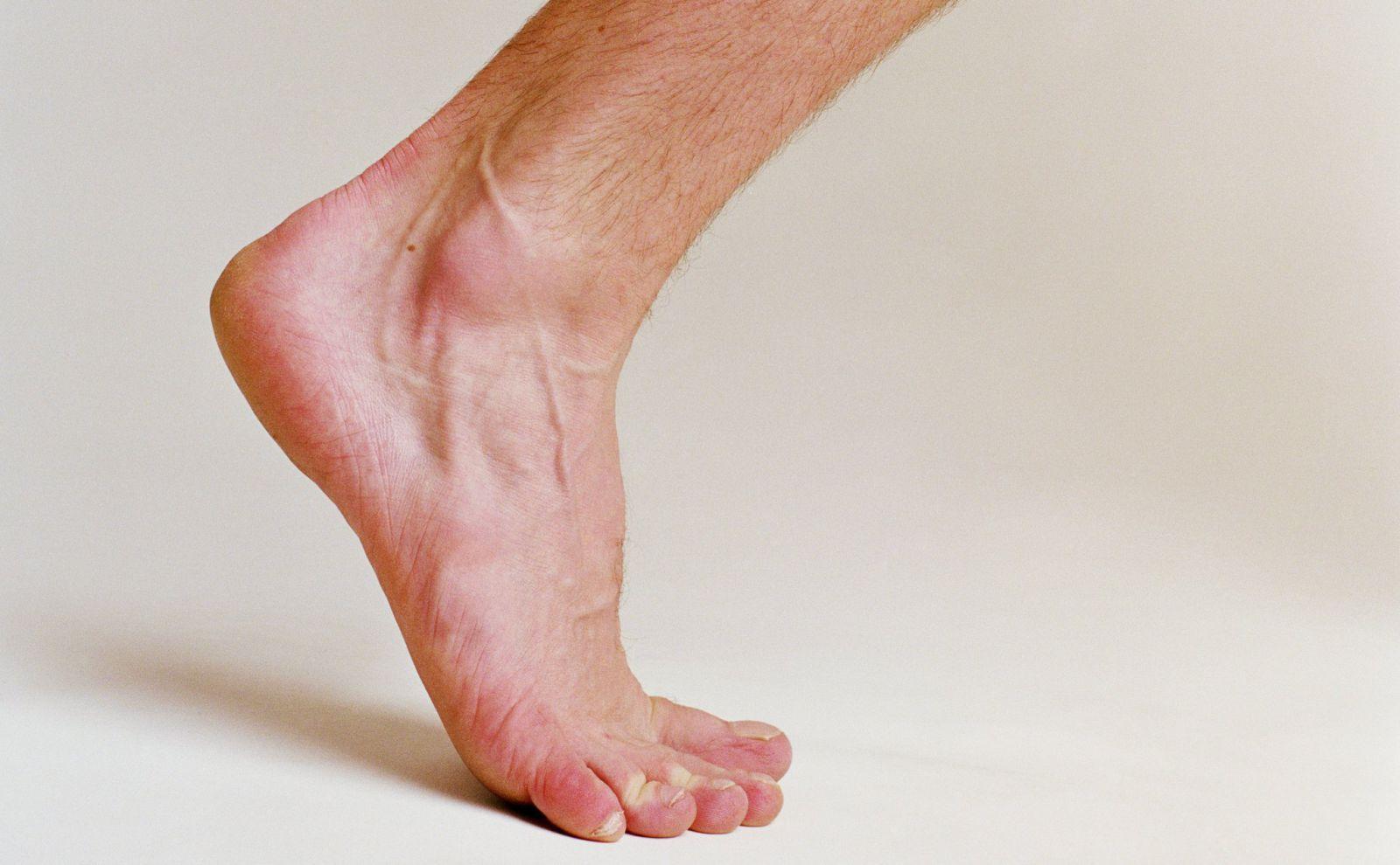 Почему немеет безымянный палец на правой ноге