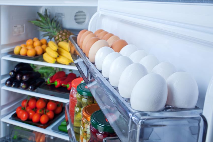Сколько могут храниться сырые яйца в холодильнике