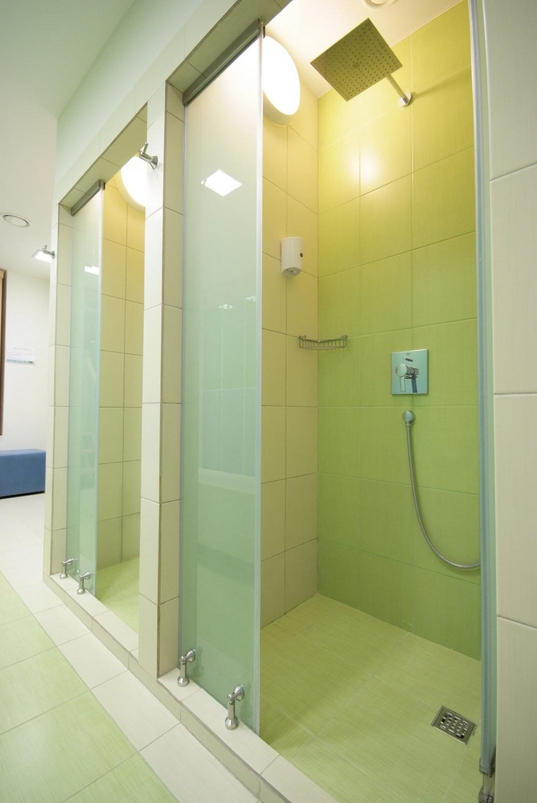Скрытая камера фитнес душ